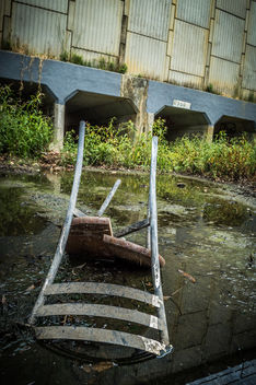 Abandoned Chair - image gratuit #320239