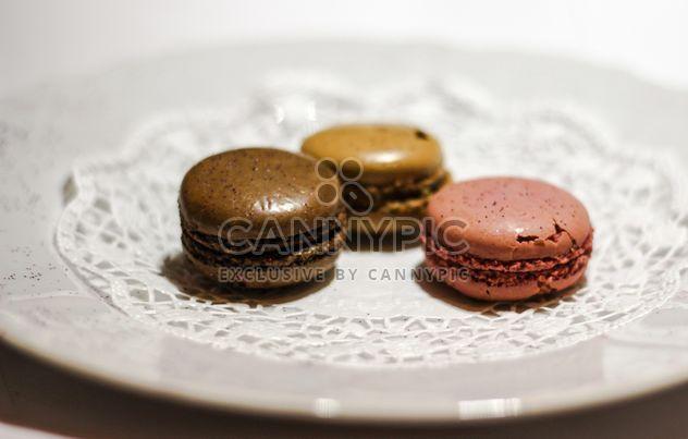 Trois macarons marron - image gratuit(e) #327759