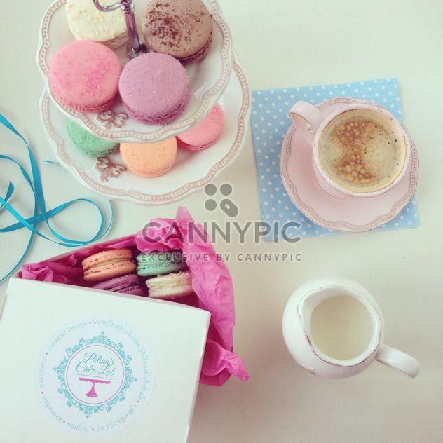 Macarons, tasse de café et pot de lait - Free image #329069