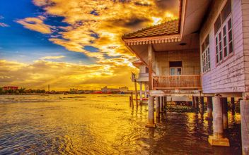 House over the water - бесплатный image #329959