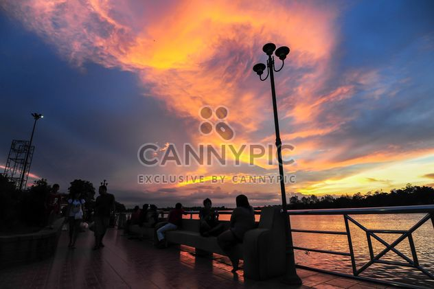 Coucher de soleil sur un lac - image gratuit(e) #329989