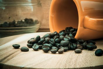 Cup with coffee beans - image gratuit #330439