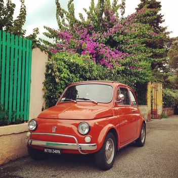 Red Fiat 500 car - image gratuit #331229
