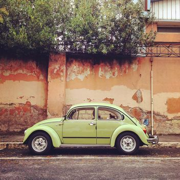 Old Volkswagen on the road - image gratuit #331789