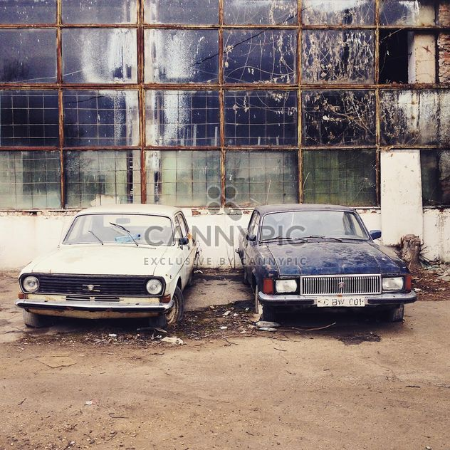 Old cars near abandoned building - Free image #332139