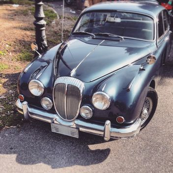 Old Jaguar car in street - image gratuit #332229