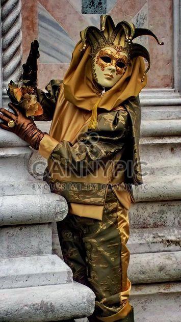 personas en las máscaras de carnaval - image #333599 gratis