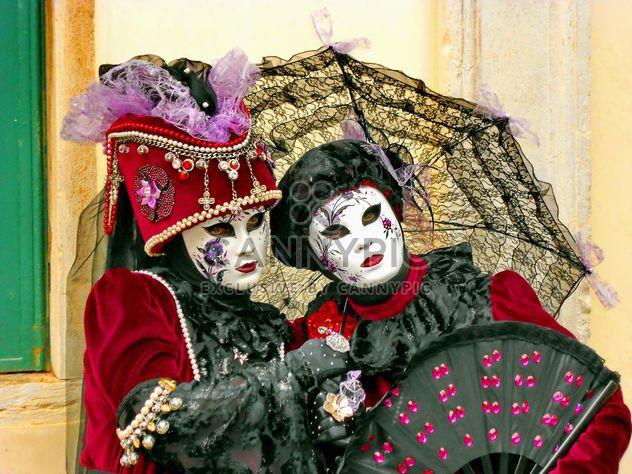 personas en las máscaras de carnaval - image #333669 gratis