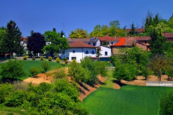 group of houses in the countryside - Kostenloses image #333699
