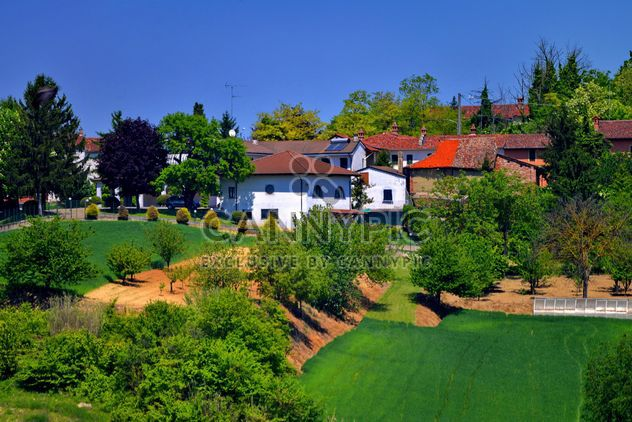 group of houses in the countryside - image #333699 gratis