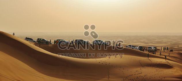 Carros brancos no deserto - Free image #339139