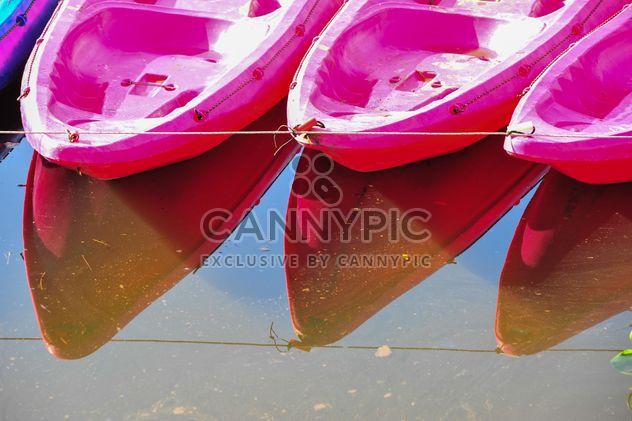 Pink kayaks in river - image gratuit #341279