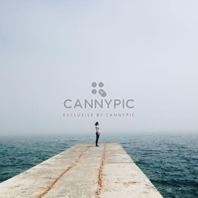 Menina no cais no mar - Free image #341339