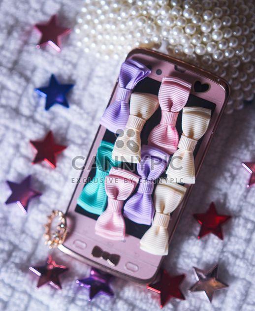 Smartphone com elementos decorativos - Free image #341519