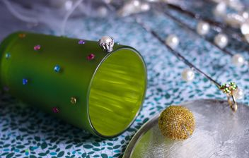 Vanilla still life with pearls and glitter - image gratuit #342109