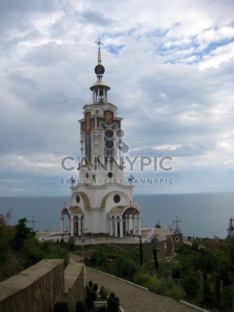 Церковь памятник возле моря - бесплатный image #342569