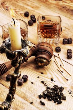 Candlestick, smoking pipe and glass of cognac on wooden background - Kostenloses image #342899