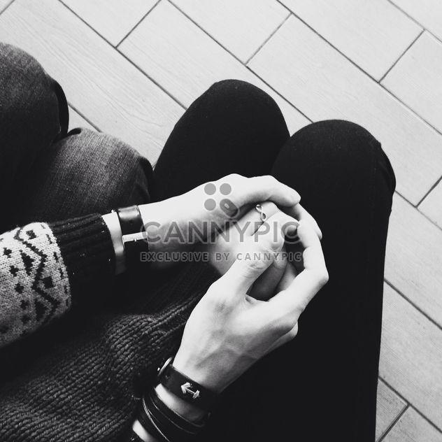 Paar Hand in Hand miteinander - Kostenloses image #343499