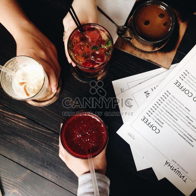 Вид сверху таблицы в кафе - бесплатный image #343519