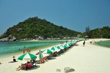 Crowdy beach on Nangyuan lsland in thailand - Kostenloses image #344049
