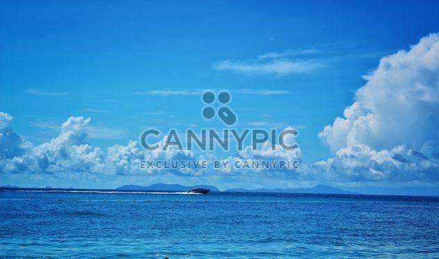 Моторная лодка в море - бесплатный image #344099