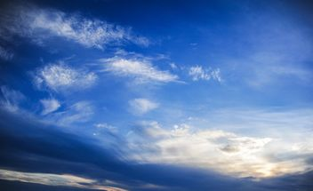 Cloudy blue sky - Kostenloses image #344139
