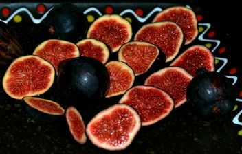 Plate with sweet ripe figs - image gratuit #344569