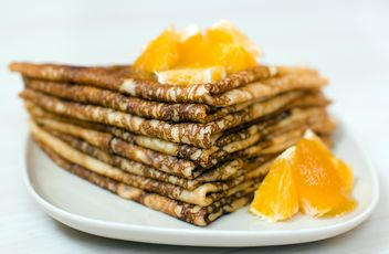 Closeup of pancakes with orange on plate - бесплатный image #345039