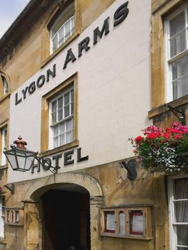 Facade of hotel in Chipping Campden - Free image #346219