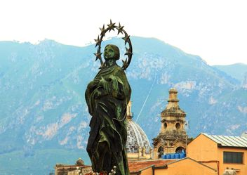 Statue on roof of Palermo City, Italy - бесплатный image #346259