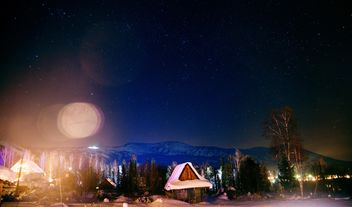 Wooden houses in mountains at night - бесплатный image #347179