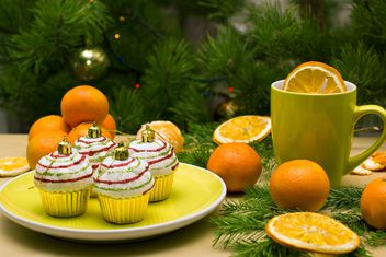 Christmas decorations in shape of cakes on plate - бесплатный image #347779