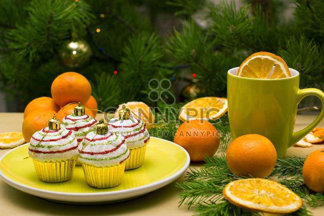 Décorations de Noël en forme de gâteaux sur plaque - image gratuit #347779