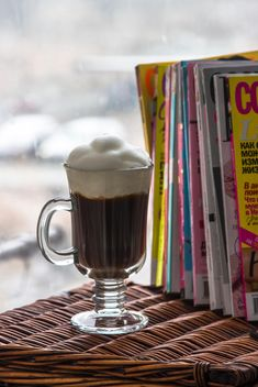 Cup of coffee and pile of magazines - image #350309 gratis