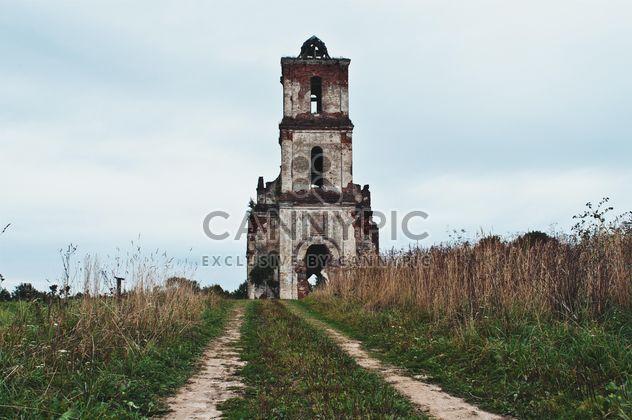 La antigua grandeza de la iglesia blanco - image #365109 gratis