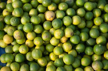 Display Of Green Lemons - image gratuit #409199
