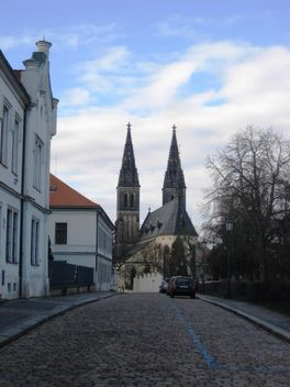 Visehrad (chesh. Vyšehrad) - ancient fortress (castle) and the historic district of Prague. Located on a hill above the Vltava River south of downtown. - image gratuit #409209