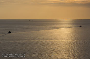 Sunset with fishing boats & palm. Phuket, cape Promthep - бесплатный image #411349