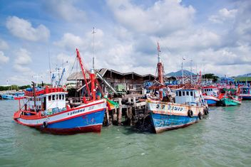 Fishing boats in harbor - image #136309 gratis