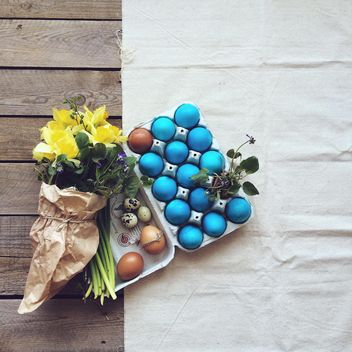 Easter eggs and flowers - image #136529 gratis