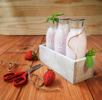 milkshake in bottles and fresh strawberry - image gratuit #136659
