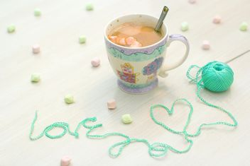 Cup of coffee with marshmallows - image #182539 gratis