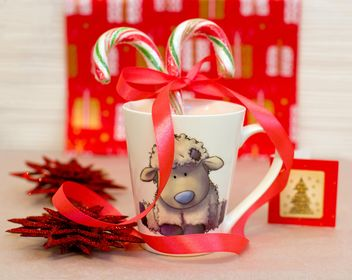Christmas decorations and candies in cup - image #182589 gratis