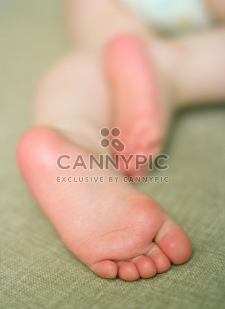 Closeup of small baby's feet - image gratuit #182689