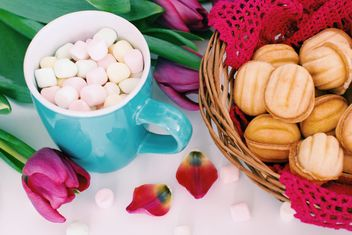 Cookies, marshmallows and tulips - image #182719 gratis