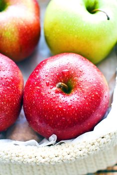 Fresh apples in basket - image #182749 gratis