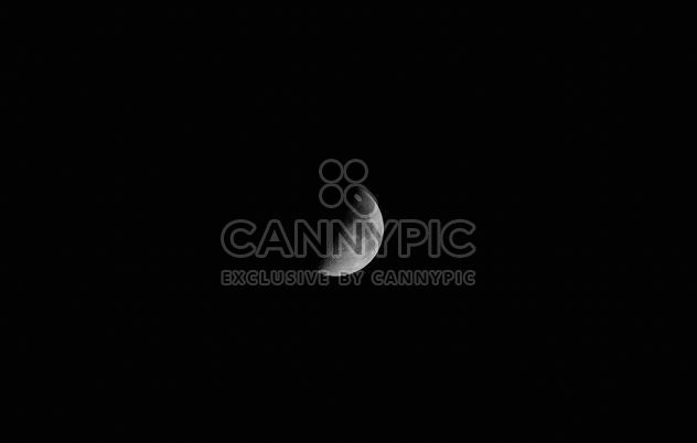 Moon over black sky - image #182779 gratis