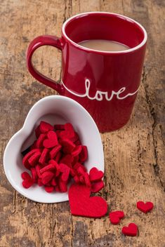 Coffee in cup and hearts - image #182989 gratis