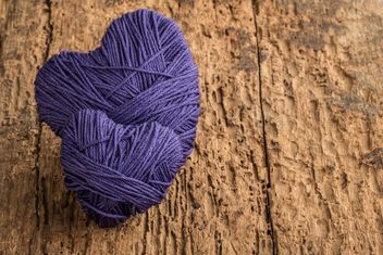 Purple hearts of thread - image gratuit #183019