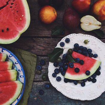 Watermelon, blueberries, peaches and pears - image gratuit #183279